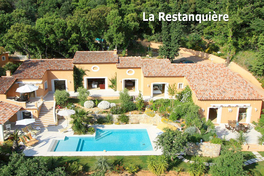 Location maison grimaud piscine saint tropez location for Camping saint tropez avec piscine